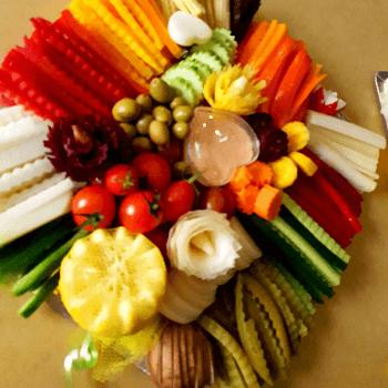 מעיין בונפיל מנהלת ליאב מגשי פירות וירקות לאירוח ואירועים